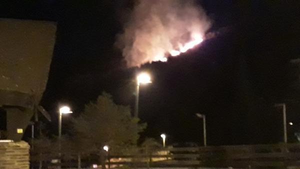 Imagen del incendio de Pradollano en la noche del martes 13 de agosto