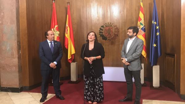 La vicealcaldesa Sara Fernández y el cónsul de El Salvador, Alfredo de Ojeda