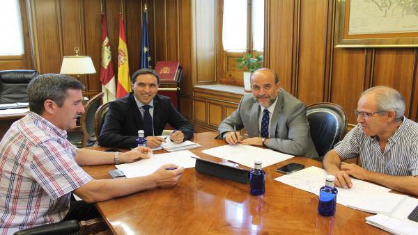El vicepresidente de C-LM, José Luis Martínez Guijarro, se reúne con el presidente de la Diputación de Cuenca, Álvaro Martínez Chana