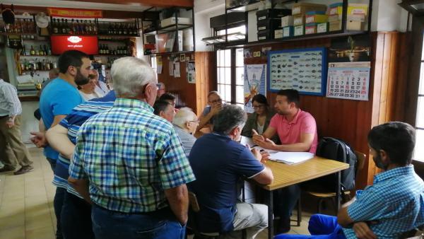 El diputado del PP Álvaro Queipo se reúne con vecinos de Valdés y Villayón.