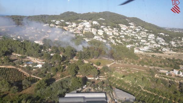 Imagen del incendio captada por un helicóptero de la Generalitat