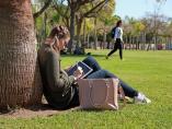Una estudiante en un campus de la Universitat Politècnica de València