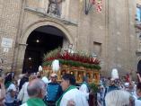 Imagen de San Lorenzo frente a la basílica que lleva su nombre en Huesca