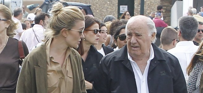 Amancio Ortega y su hija Marta en Arteixo