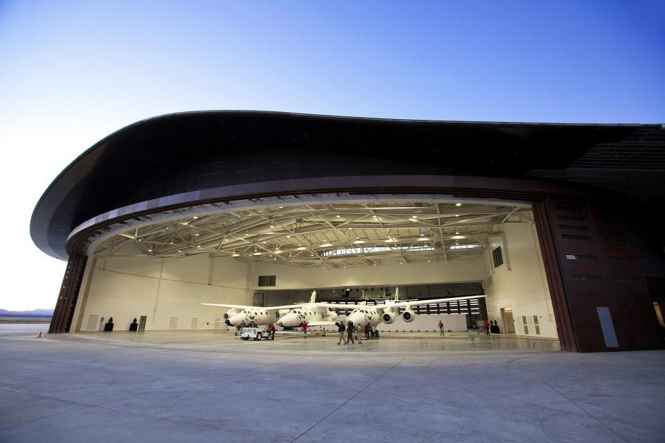 Hangar gigante. El hangar del primer 'puerto espacial' del mundo que guarda en su interior el avión nodriza VMS Eve, de la empresa Virgin Galactic.