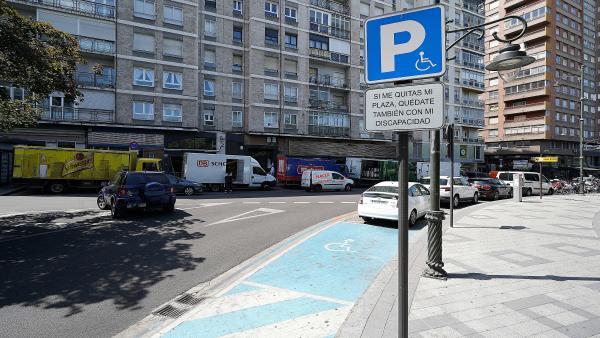 Zona de aparcamiento para personas con movilidad reducida.