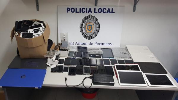 Móviles y electrónica incautados en un locutorio de Sant Antoni