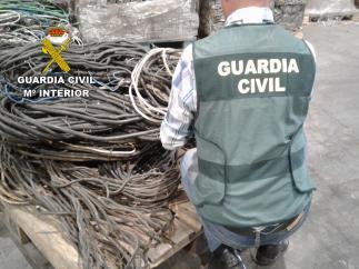 El Equipo Roca detiene a cinco personas por el robo de 320 kilos de cobre y material agrícola en varios pueblos de la provincia de León.