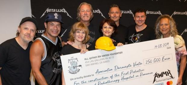 Momento de la donación de Metallica