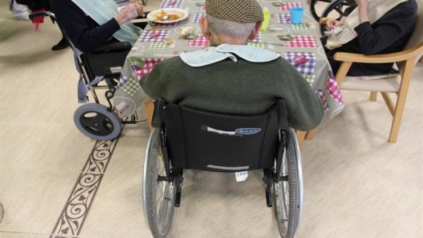 Imagen de archivo de una persona dependiente