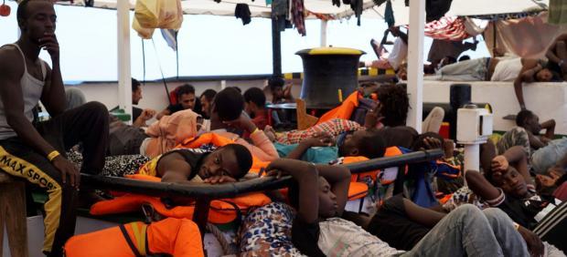 Migrantes en el Open Arms