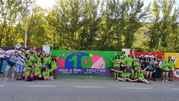 Mural de 125 metros realizado en el X Campo de Voluntariado Juvenil de ATADI en Alcorisa (Teruel).