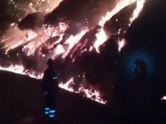 """El incendio de Gran Canaria, """"imparable"""", quema 3.400 hectáreas"""