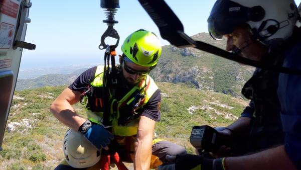 Rescate de un hombre en la Casella (Alzira)