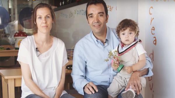Una familia alojada en las casas de la Fundación Infantil Ronald McDonald.