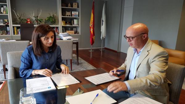 La conselleira de Medio Ambiente, Ángeles Vázquez, se reúne con el alcalde de A Gudiña, José María Lago.