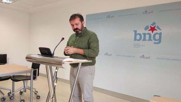 El diputado nacionalista Luís Bará durante la rueda de prensa.