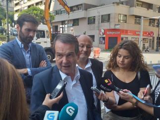 El alcalde de Vigo, Abel Caballero, ante los medios.