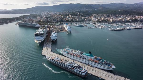 Cruceros en el puerto de Palma de Mallorca.