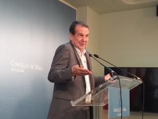 El alcalde de Vigo, Abel Caballero, durante una rueda de prensa en el Ayuntamiento.
