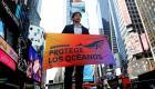Bardem protesta con una pancarta en Times Square