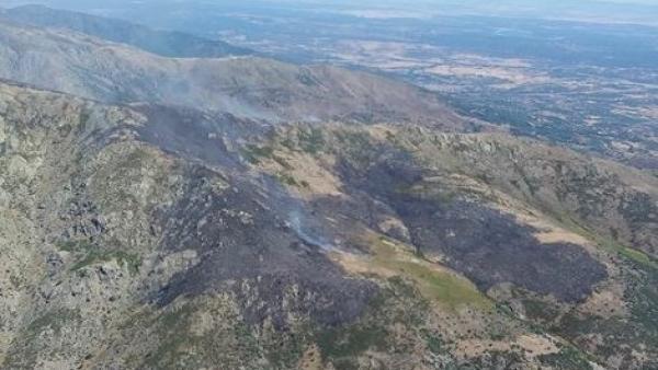 Situación del incendio en Candeleda este domingo.