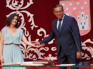 Enrique López toma posesión de su consejería