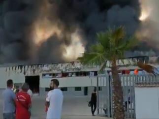 Incendio en la fábrica de muebles de baño de Villa del Río