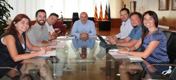 Reunión entre el Consell de Ibiza y el COAIB