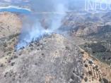 Incendio junto al embalse de Iznájar