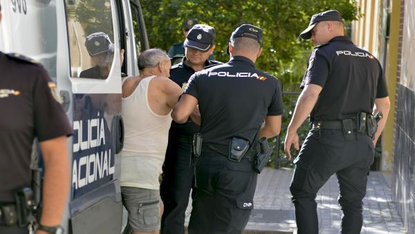 El detenido como presunto autor de la muerte de su mujer en Jaén pasa a disposición judicial.