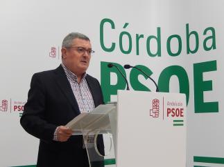 El secretario de Política Institucional del PSOE de Córdoba, Jesús María Ruiz, en la sede provincial de su partido.