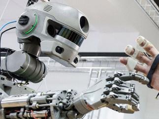 Un robot en la EEI