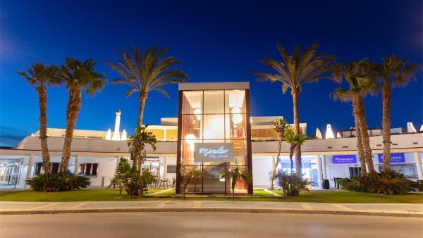 Mirador Playa Granada organiza este viernes la II Fiesta en Blanco para despedir el verano