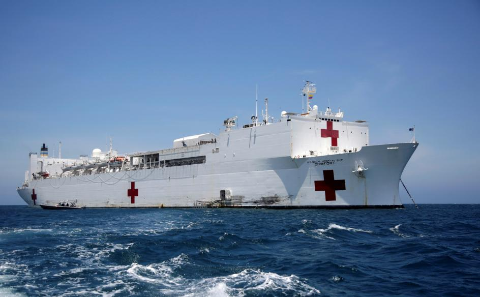 Hospital flotante. El buque hospital USNS Comfort, el sexto más grande del mundo de su clase, fondeó en la bahía de Santa Marta (Colombia), donde inició su atención médica a pacientes, entre ellos migrantes venezolanos.