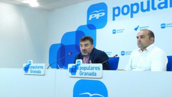 El portavoz del PP en Santa Fe, Juan Cobo, a la izquierda, en imagen de archivo
