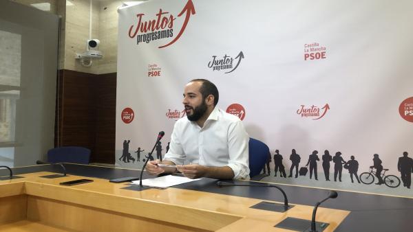 El diputado socialista, Miguel González, en rueda de prensa