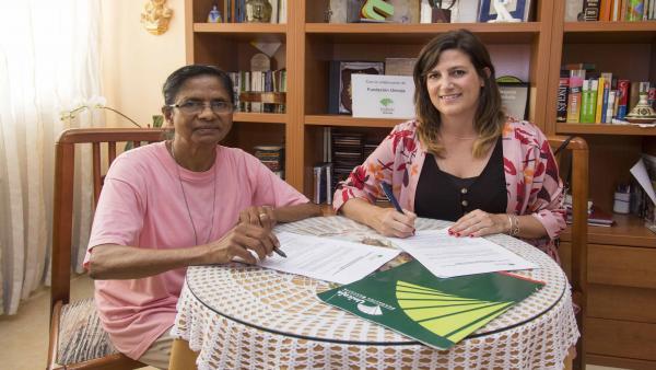 Firma del convenio con las Adoratrices de Almería