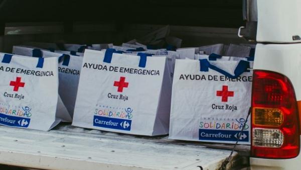 Bolsas de ayuda de emergencia de Carrefour y Cruz Roja.