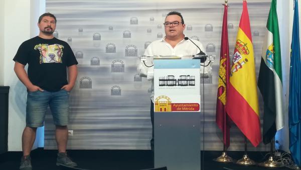 Andrés Montero y Marco Antonio Guijarro en rueda de prensa sobre recomendaciones para animales de compañía ante ruidos en la Feria de Mérida