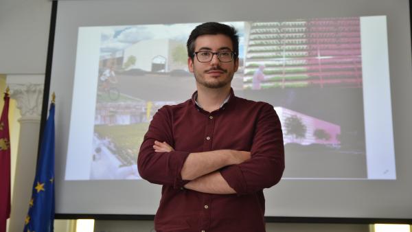 El ingeniero civil por la UPCT Pablo Murillo Landín, estudiante también de Arquitectura