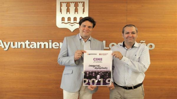 El concejal de Participación Ciudadana, Kilian Cruz-Dunne, y el gerente de los Cines Moderno, Asier Estefanía, antes de la rueda de prensa