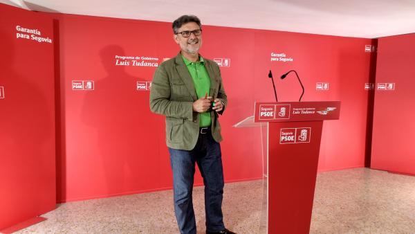 El procurador socialista José Luis Vázquez durante la rueda de prensa.