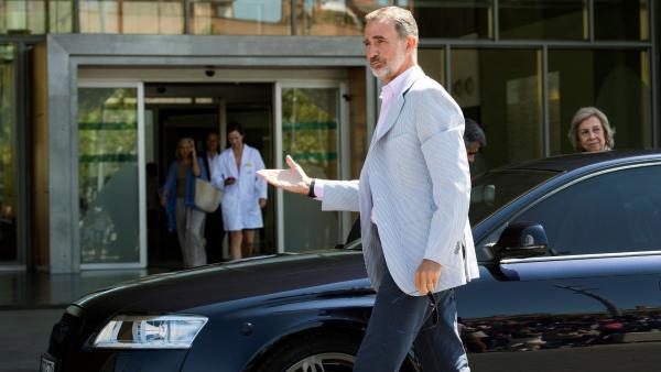 El Rey y doña Sofía acuden al hospital donde operan a Juan Carlos I