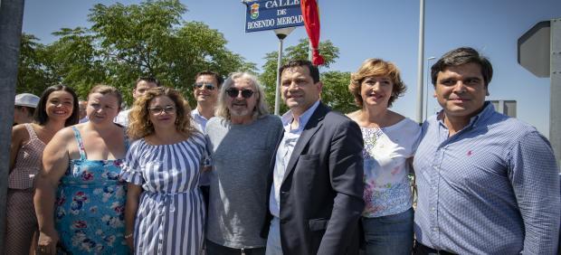 Inauguración y descubrimiento de la calle que llevará el nombre del cantante de rock con raíces bolañegas Rosendo Mercado.