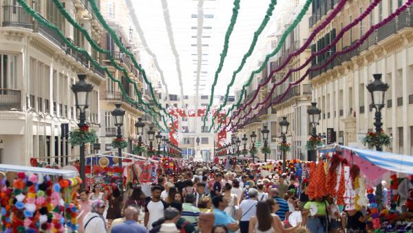 FERIA DE MÁLAGA 2019. Ambiente de la jornada de Jueves de feria en la calle Larios.