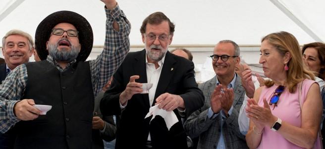 Mariano Rajoy durante el pregón de la fiesta del vino en Leiro (Ourense)