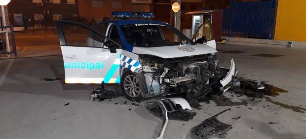 Imagen del coche patrulla siniestrado durante la actuación policial.