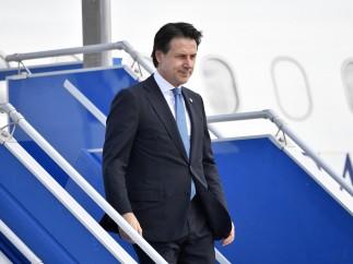 El primer ministro italiano, Giuseppe Conte, aterriza en Biarritz (Francia) para la reunión del G-7