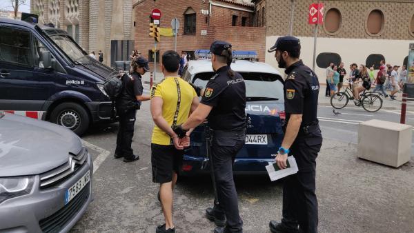 Trasladan a comisaría a 30 posibles carteristas reincidentes del Metro de Barcelona.